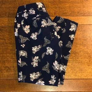 Cynthia Rowley cropped flowered pants. Size 6.